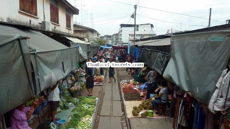 Mae Klong, Train Market